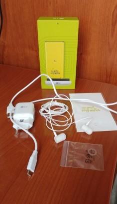 LG G5 contenuto: auricolari, cavo dati, alimentatore e smartphone