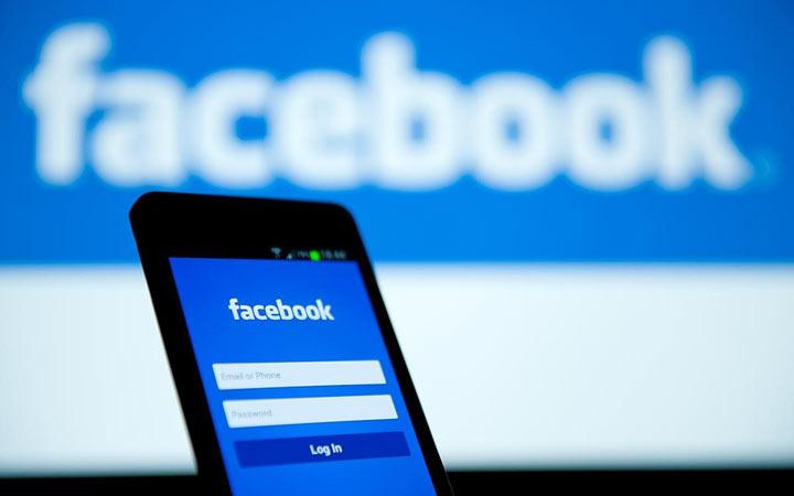 Photo of App più usate su smartphone, Facebook batte tutti sia in Italia che in Usa
