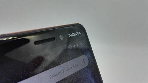 Recensione Nokia 6.1 - fotocamera anteriore con logo Nokia